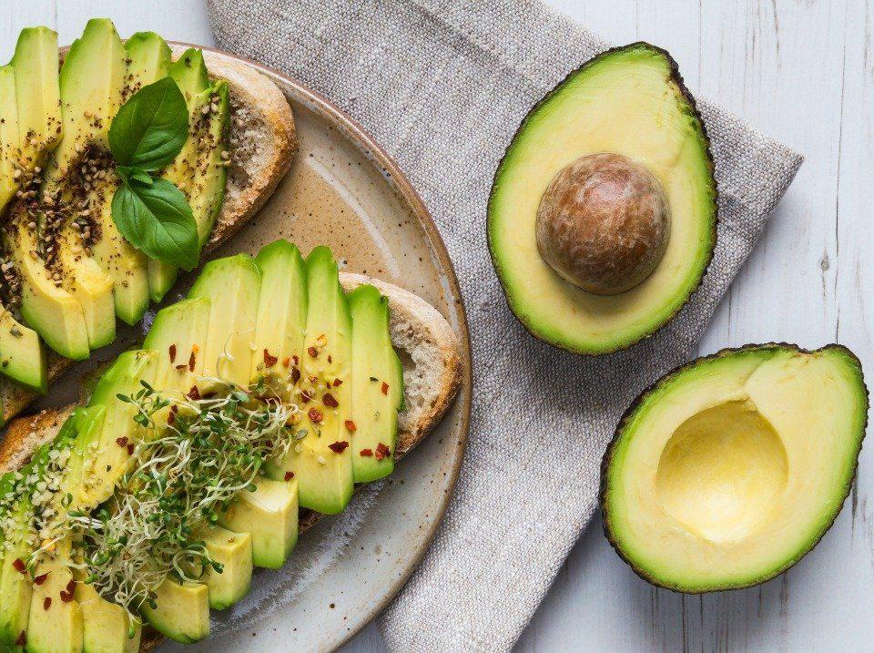 De natuur zit vol met geweldige botanische stoffen die uitstekend geschikt zijn voor je huid, van avocado, kamille, cranberry tot kokosnotenolie!